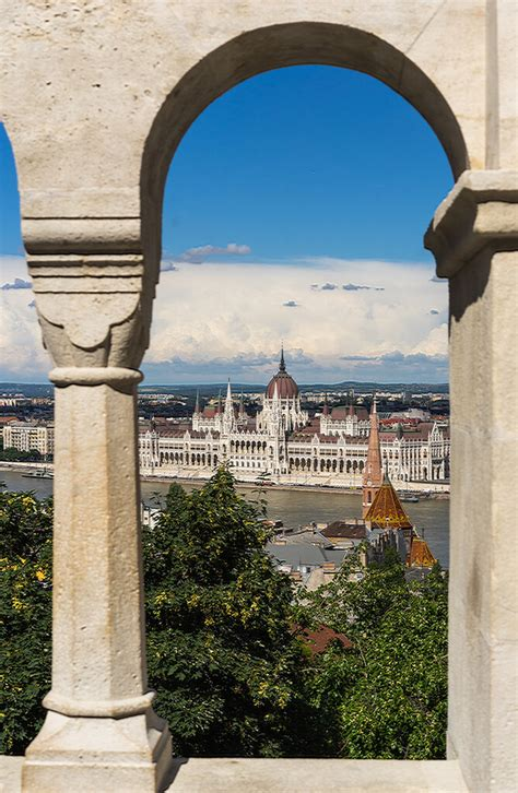 Budapest - Central Hungary - Around Guides