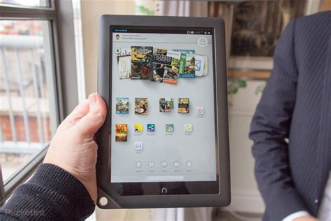 Barnes & Noble Nook HD+ 9-inch tablet pictures and hands