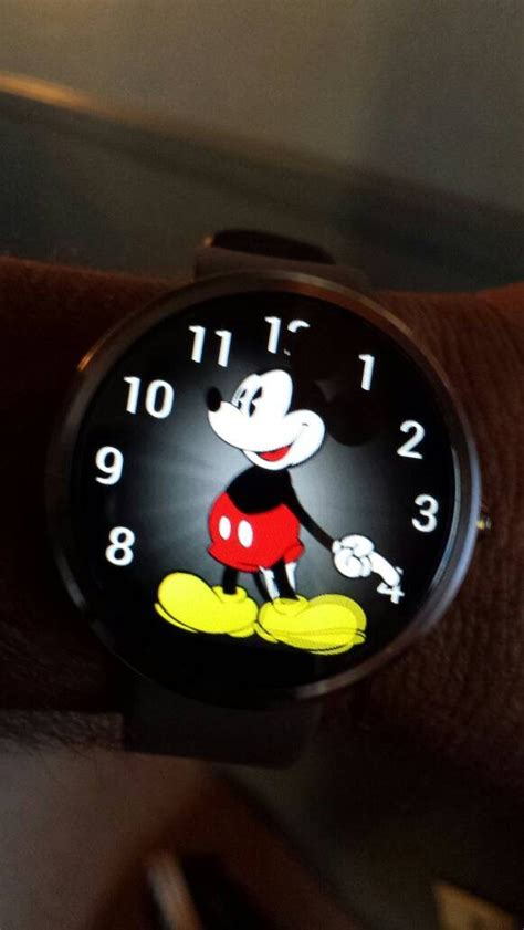 Mickey Mouse Apple Watch face unofficially makes its way